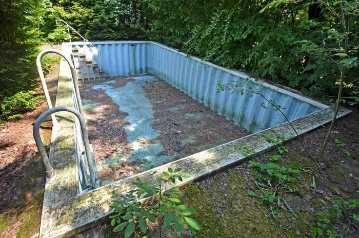 swimming pool planen kaufen und selber bauen regionaler schwimmbadbau. Black Bedroom Furniture Sets. Home Design Ideas